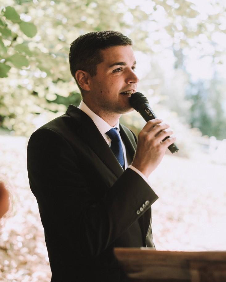 Alex Muñoz oficia una boda